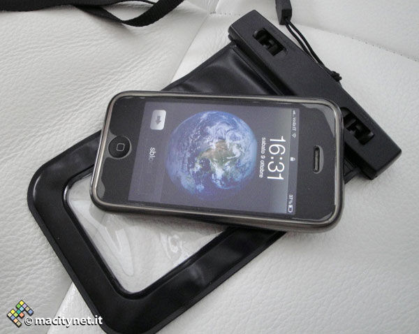 Anycast Solutions cover impermeabile iPhone e iPad