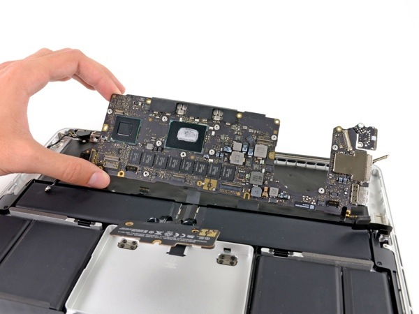 iFixit smonta MacBook Pro 13'' Retina