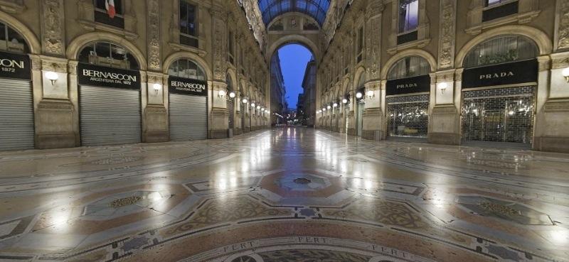 prada in galleria del Duomo a Milano